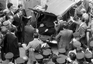 Giorgio Napolitano ed Enrico Letta  35 anni dopo a Roma in via Caetani  dove fu trovato il corpo di Aldo Moro