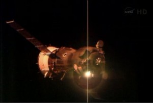 Arrivati sulla Stazione spaziale  Luca, Karen e Fyodor all' interno della Iss.  Il benvenuto di Vinogradov, Misurkin e Cassidy. Ora 7 giorni per adattarsi  all'assenza di gravità