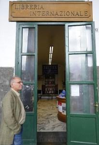 """La storica libreria Treves affonda  e il Comune di Napoli fa il """"sordo"""""""