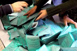 Ballottaggi:  chiusi i seggi è cominciato lo spoglio.  Occhi puntati sull'affluenza.  Marino sindaco di Roma e Alemanno ammette la sconfitta