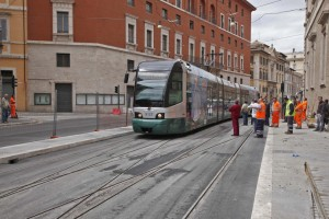 """Inaugurazione ballottaggio:  Il tram """"8"""" a piazza Venezia"""