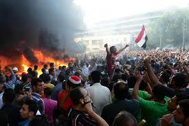Mansour: elezioni entro il 2013  Situazione sempre più esplosiva in Egitto.  I Fratelli Mussulmani non cedono e  intensificano la lotta. Le vittime salite a 54