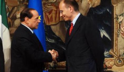 """Berlusconi: il Governo Letta non cade  Contrordine Pdl in una notte agitata  Poi Schifani cambia ancora le """"carte""""  """"se condannano Silvio non restiamo"""""""