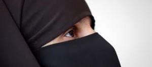 Nonostante gravi incidenti  il governo francese non cede sul burqa