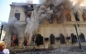 Egitto: Mansour nomina il Premier ma poi ci ripensa. Proseguono i disordini con nuovi morti e feriti. I Fratelli Mussulmani non hanno intenzione di cedere fino a quando Morsi non sarà reintegrato