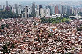 """Tre miloni di persone a Rio  Francesco: una Chiesa """"semplice""""  che parli il linguaggio dell'amore,  che si apra al mondo e ai poveri"""