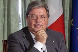 La giornata della dimissioni mancate  dopo quelle del capo Gabinetto degli Interni  Alfano e Calderoli restano ai loro posti