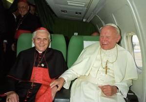 Giovanni XXIII e  Papa Wojtyla santi nello stesso giorno?  Ultimati i processi di canonizzazione. Deciderà Papa Francesco