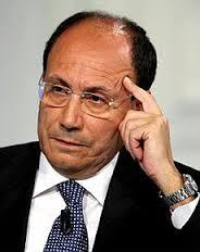 """Sembrava la calma e, invece, Schifani  riporta tutto in alto mare e minaccia crisi  ma poi Berlusconi: """"Uniti, il Governo continua"""".  Epifani: """"Schizofrenici, non si va da nessuna parte"""""""