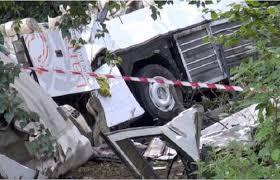 Lutto nazionale per la strage dell'autobus  Perdeva pezzi meccanici lungo la strada  L'autista avrebbe cercato di frenare il mezzo