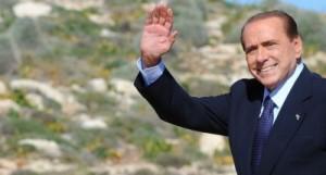 """Quasi un """"testamento"""" politico  Berlusconi: amareggiato ma non cade il Governo  Letta apprezza ed aspetta una settimana di fuoco."""