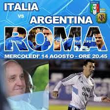 """In 40 mila all'Olimpico hanno sperato fino all'ultimo  ma il Papa non ha proprio potuto ed è rimasto in Vaticano   davanti alla tv per Italia – Argentina, la """"sua"""" partita, vinta poi dai sud americani per 2-1"""