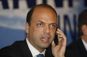 Da Arcore il Pdl esce tutto unito con Silvio  Meno chiare le soluzioni visto che il Pd dice no.