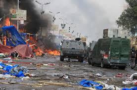 Stato d'emergenza in Egitto  95 morti per il Governo. 2.200 per oppositori  Uccisi due giornalisti stranieri a fucilate