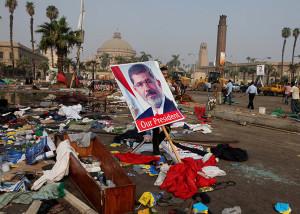 Obama sospende le esercitazioni congiunte con l'Egitto  In ballo aiuti per 1,3 miliardi di $ per l'esercito del Cairo  Bilancio delle vittime drammatico: più di 700