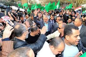 Le porte girevoli del carcere del Cairo:  in attesa della liberazione di Mubarak  arrestato il capo della Fratellanza Musulmana