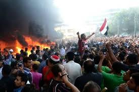 Egitto: strage nel Sinai di 27 poliziotti.  Intanto 15 mila italiani via dal Paese.  Altre accuse ai militari del Cairo:  uccisi 38 arrestati durante trasporto in cella. Disposta la scarcerazione di Mubarak.