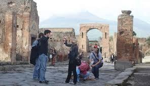"""""""Diamo lavoro a 500 giovani per la cultura"""". Questo l'annuncio di Enrico Letta al termine del CdM"""