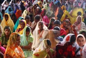"""""""A mezzanotte, la libertà"""":  l'India indipendente 67 anni fa  Lungo, contrastato """"cammino""""  tra magie di colori, pace e violenza"""