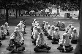 Indonesia: proposto test verginità  obbligatorio per le studentesse.  Rivolta generale contro la stravagante idea