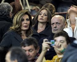 Berlusconi: zitti tutti  Interviene per contenere la cagnara dei suoi