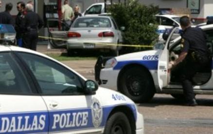 Quattro persone sono state uccise e altre quattro ferite in due sparatorie avvenute a Dallas e a Desoto, in Texas.