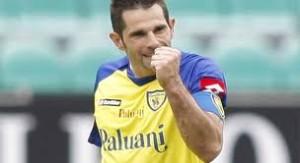 Napoli e Roma a punteggio pieno in vetta alla classifica. 2-0 giallorosso nel derby e gli azzurri battono il Milan 2-1