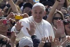 """La visita pastorale del Papa a Cagliari  """"Il mondo vittima di una scelta mondiale  dove comanda il denaro. No emarginazione""""."""