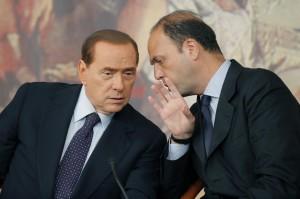 Letta chiederà i voti in Parlamento alla parte non oltranzista del Pdl. Arrivano i veri guai per Silvio Berlusconi. Il Pdl rischia di squagliarsi.