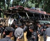 Pakistan: 13 morti a causa dell'esplosione di una bomba piazzata su un autobus fatto saltare in aria