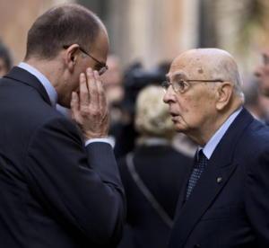 Si litiga sull'Iva. Ritorna in ballo l'Imu. Ma tanto la crisi dipende solo da Berlusconi