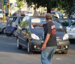 Parcheggiatori abusivi  e mercati clandestini  nel mirino della polizia municipale romana