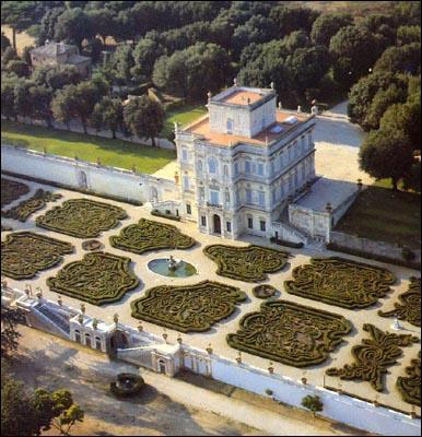 Roma- Il degrado di villa Pamphili  Oasi di verde invasa da drogati e sbandati