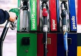 Aumenta l'Iva al 22%, per gli stracci che volano in politica. E per di più benzina e carburanti più cari. E c'è chi sostiene che sarà un vantaggio per gli automobilisti. Vergogna!
