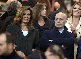 Berlusconi chiude il suo ventennio. Si perde anche il partito per strada. Letta  resta al Governo, con Alfano, senza bisogno dei suoi voti