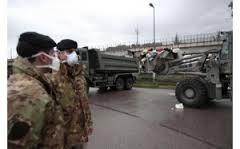 Interviene l'Esercito nella Terra dei Fuochi mentre si scava in profondità alla ricerca dei rifiuti proibiti. E c'è chi invitando al consumo giura che i prodotti agricoli sono buoni e sani