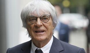 """Il leggendario Bernie Ecclestone padrone da sempre della Formula 1 lascia. E' accusato di frode e corruzione. Ma gestirà di certo il """"Circus"""" da dietro le quinte"""