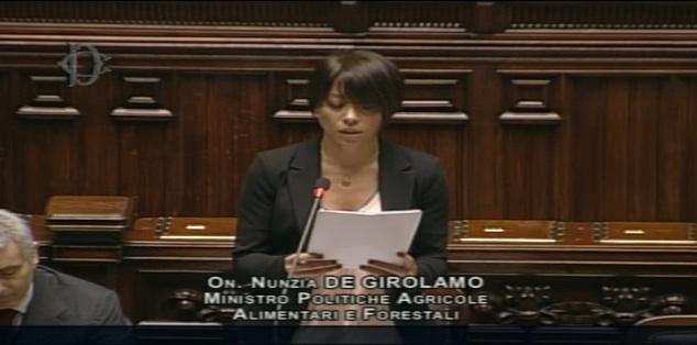 """Intervento a Montecitorio di Nunzia De Girolamo a difesa del suo comportamento.  """"Chi sa si faccia avanti – dice la ministra – e riferisca ai magistrati"""". Aperto il dibattito"""