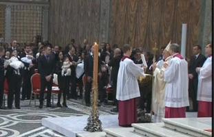 Papa Francesco battezza 32 bambini tra cui la figlia di una coppia non sposata in Chiesa. Presto 16 nuovi Cardinali tra cui Loris Capovilla, già segretario particolare di Giovanni XXIII