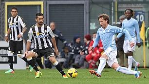Al Friuli la Lazio in svantaggio per due volte batte con un gol di Hernanes nel finale l'Udinese per 2-3