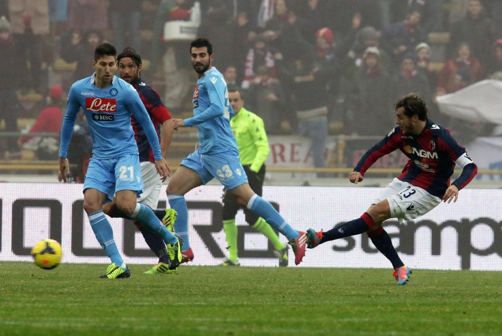 Molte le sorprese nella prima di ritorno e ben 29 gol. Nel posticipo serale Milan-Verona 1-0: Balotelli su rigore all'82°