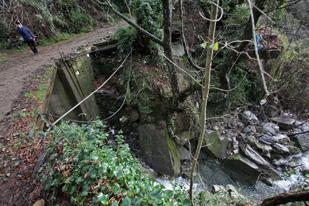 Il maltempo si sposta verso sud lasciando un morto e un disperso in Liguria ed Emilia oltre a incalcolabili danni. Pioggia e vento sull'intera fascia tirrenica. Scosse di terremoto tra Molise e Campania
