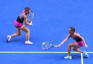 Sara Errani e Roberta Vinci vincono a Melbourne gli Australian open di tennis. Makarova-Vesnina battute 6-4, 3-6, 7-5
