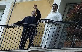 """Dal balcone del """"resort"""" di lusso la conferma: Giovanni Toti il consigliere """"unico"""" di Silvio Berlusconi."""