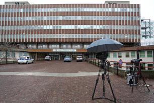Pier Luigi Bersani operato a Parma di aneurisma cerebrale. L'intervento è riuscito e le condizioni dell'ex segretario del Pd  sono stabili. Ma la prognosi rimarrà riservata per le prossime 48/72 ore