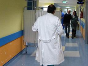 Bersani si è risvegliato dopo l'intervento al cervello. Condizioni stabili e prognosi riservata. Ha salutato moglie e figlie e ha chiesto di Juventus-Roma