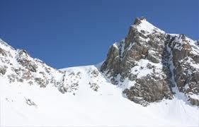 Di nuovo valanghe sulle Alpi. Grande massa di neve è caduta nel ghiacciaio del Thula, sopra Courmayeur, ma non ci sarebbero vittime. Ieri 4 morti