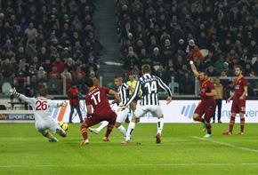 Juventus 49 punti e +8 sulla Roma. Vincono Milan, Napoli, Fiorentina, Genoa, Verona, Parma e Lazio