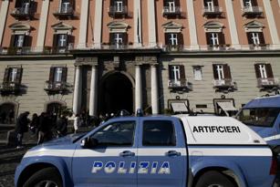 Capodanno con botto in Prefettura a Napoli: esplode busta, ferita segretaria ma senza gravi conseguenze