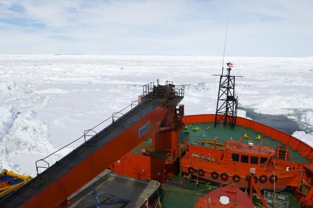 """L'emergenza """"esagerata"""" si è conclusa. L'Aurora Australis con a bordo i 52 della russa Akademik Shokalskiy ha ripreso il mare. Le altre due rompighiaccio non hanno più necessaità di assistenza"""